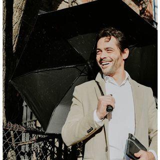 """En cette journée de fête du travail, cette belle citation de Walt Disney :�« Pour réussir, travailler dur, ne jamais abandonner et surtout chérir une obsession magnifique »�La nôtre est toute trouvée : vous faire aimer la pluie ! ☔😍 .  As it is Labour Day, we should all remind ourselves of this quote by Walt Disney: """"To succeed, work hard, never give up and above all cherish a magnificent obsession."""" Ours is this: to make you love the rain! ☔😍 .  #beaunuage #monbeaunuage #parapluie #pluie #umbrella #rain #love #happy #picoftheday #élégance #classe #mode #instamood #instapic #lookgoodfeelgood #londres #paris"""