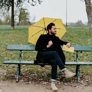 ⚠ ALERTE NUAGEUSE ⚠  Les autres parapluies sont très jaloux des housses absorbante Beau Nuage. Gardez la près de vous au risque qu'elle disparaisse ! . ⚠ CLOUDY ALERT ⚠  The other umbrellas are very jealous of the Beau Nuage absorbant covers. So keep them close or risk losing them!  #beaunuage #parapluie #umbrella #paris #londres #innovation #picoftheday #instamood #happy #instapic #love #nature  #monbeaunuage #rain #fashion