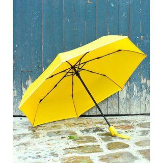 Règle nuageuse n°43 : un Beau Nuage ne doit jamais être séparé de sa housse. Si, comme sur cette photo, vous en voyez un, signalez-le nous immédiatement ! 🌂⚠ . Rainy rule number 43: a Beau Nuage umbrella must never be separated from its cover. If you see one (such as the one in this photo), alert us immediately! 🌂⚠ .  #beaunuage #monbeaunuage #parapluie #pluie #umbrella #rain #absorbent #absorbant #cover #housse #absorbentcover #housseabsorbante