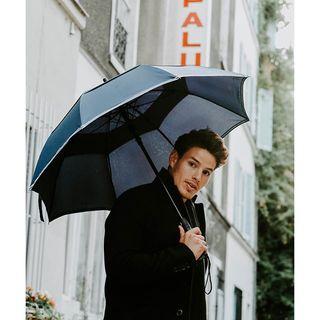 Le Gentleman est le plus ample de nos parapluies. Idéal pour vos rendez-vous amoureux !� 🌂 . Le Gentleman is the largest of of the Beau Nuage umbrellas, and perfect for your romantic rendezvous! 🌂 .  #beaunuage #monbeaunuage #parapluie #pluie #umbrella #rain #gentleman #romantic #romantique #rendezvous