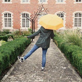 JEU CONCOURS BEAU NUAGE x TRENCH & COAT *** L'automne est notre saison préférée… Pleine d'émotions, de pluies légères et fraiches, de couleurs chatoyantes… Et pour cette raison, @trenchandcoat et Beau Nuage s'associent pour vous offrir l'attirail complet pour vous protéger de la pluie : un magnifique trench de votre choix accompagné de son parapluie Beau Nuage ! 🧥🌂 Pour participer, c'est très simple : ☁Likez les pages Beau Nuage et @trenchandcoat ☁Likez et partagez cette photo ☁Taggez trois de vos amis et dites-nous pourquoi ce sont eux qui ensoleillent vos journées  Pour plus de chance, ajoutez votre photo de l'automne sur les réseaux sociaux avec les hashtags #beaunuage et #frenchtrenchtouch 😉  Le gagnant sera annoncé dans une semaine ! 🤩 ____  BEAU NUAGE x TRENCH & COAT GIVEAWAY *** Autumn is by far ou favourite season... It is full of passion, of fresh and light downpours, and of shimmering colours... For this reason, Beau Nuage and @trenchandcoat teamed up in order to give the perfect kit to face the looming rains: a wonderful trenchcoat of your choice with its Beau Nuage umbrella! 🧥🌂 It's easy to participate: ☁Follow Beau Nuage and @trenchandcoat ☁Like and share this photo ☁Tag three of your friends in the comments and tell us why they are the sunshine of your life  Increase your chance of winning by posting your own autumn picture on social media with #beaunuage and #frenchtrenchtouch hashtags. 😉  The winner will be announced next week! 🤩 ___  #beaunuage #frenchtrenchtouch #monbeaunuage #parapluie #pluie #umbrella #rain #jeuconcours #giveaway  #fashion