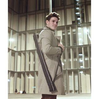 Nous sommes la seule marque de parapluie à proposer une house absorbante pour grand parapluie. Grâce à son anse, il peut même être porté en bandoulière. 🌂 J'en veux un 👉 http://bit.ly/beaunuagegentlemanfr . We are the only umbrella brand to offer an absorbent cover for large umbrellas. Thanks to it's strap, it can even be carried over the shoulder. 🌂 I want one 👉 http://bit.ly/beaunuagegentlemanen .  #beaunuage #monbeaunuage #parapluie #pluie #umbrella #rain #technic #gentleman #quality #qualité #housse #cover #patent #brevet #absorbant #absorbent #absorbentcover #housseabsorbante