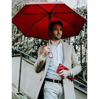 "Quel est le point commun entre les ailes d'un avion et les baleines d'un parapluie ? ✈🤔☂ La réponse dans notre article : ""Le point commun entre les ailes d'un avion et un parapluie"" sur notre blog de pluie .  What do the wings of an airplane and the ribs of an umbrella have in common? ✈🤔☂ Read our article ""The similarities between umbrellas and airplanes"" to find out  #beaunuage #monbeaunuage #parapluie #pluie #umbrella #invention #innovation #savoir #airplane #avion #picoftheday #instapic #paris #london #mode #classe #lookgood"