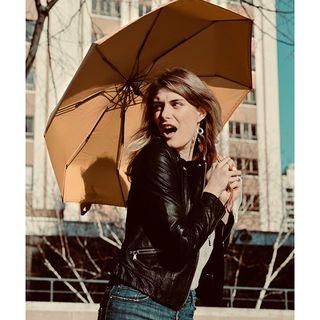 Règle Nuageuse n°70 : N'ayez pas peur votre. Votre Beau Nuage est là ! 😊☂ .  Cloudy rule no. 70: Have no fear, your Beau nuage is near! 😊☂ #paris #londres #picoftheday #expression #beaunuage #monbeaunuage #parapluie #umbrella #pluie #rain #instapic #instamood #serenity