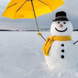CALENDRIER DE L'AVENT BEAU NUAGE – JOUR 21 🎄 . Saviez vous que sourire (tout particulièrement les jours de pluie) était très bon pour la santé ? �Alors pour le début de l'hiver, faites comme ce bonhomme de neige, souriez sous votre Jaune Etoilé ! ☔ . . BEAU NUAGE ADVENT CALENDAR – DAY 21 🎄 . Did you that smiling was good for your health (especially on rainy days)? So, for the start of winter, do like this snowman: smile under your Starlit Yellow! ☔ . .  #beaunuage #monbeaunuage #parapluie #pluie #umbrella #rain #giveaway #jeuconcours #beaunuagepourtous #christmas #noel #calendar #calendrier #fêtes
