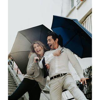 C'est cet amour de la pluie et cette bonne humeur que Beau Nuage souhaite vous transmettre 🌧🥰 . It is this love of rain and this good mood that Beau Nuage wishes to pass on to you 🌧🥰 .  #beaunuage #monbeaunuage #parapluie #pluie #umbrella #rain #love #smyle #picoftheday #instamood #couple #instapic #londres #paris #fashion #mode #happy
